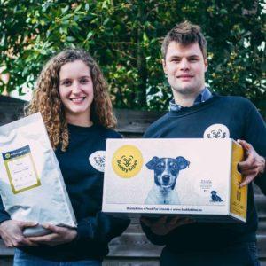 Charlotte en Mattijs, de oprichters van BuddyBites voor lekkere en gezonde hondenvoeding op maat.